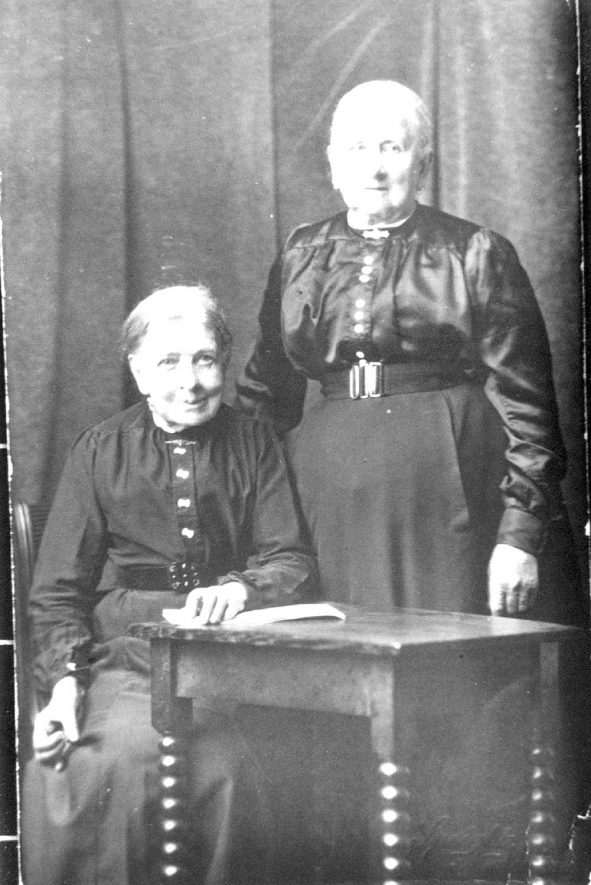 Grannie Stain and her sister at Arley.  1900s |  IMAGE LOCATION: (Warwickshire Museums. Photographic Collections.) PEOPLE IN PHOTO: Stain, 'Grannie'