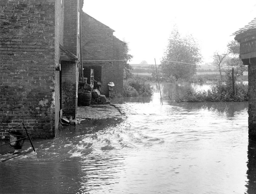 The rear of Alders Mill, on the 2nd July 1958.  Later that day the flood water reached a height of 18 inches in the living room of No. 1 cottage. |  IMAGE LOCATION: (Warwickshire Museums. Photographic Collections.)