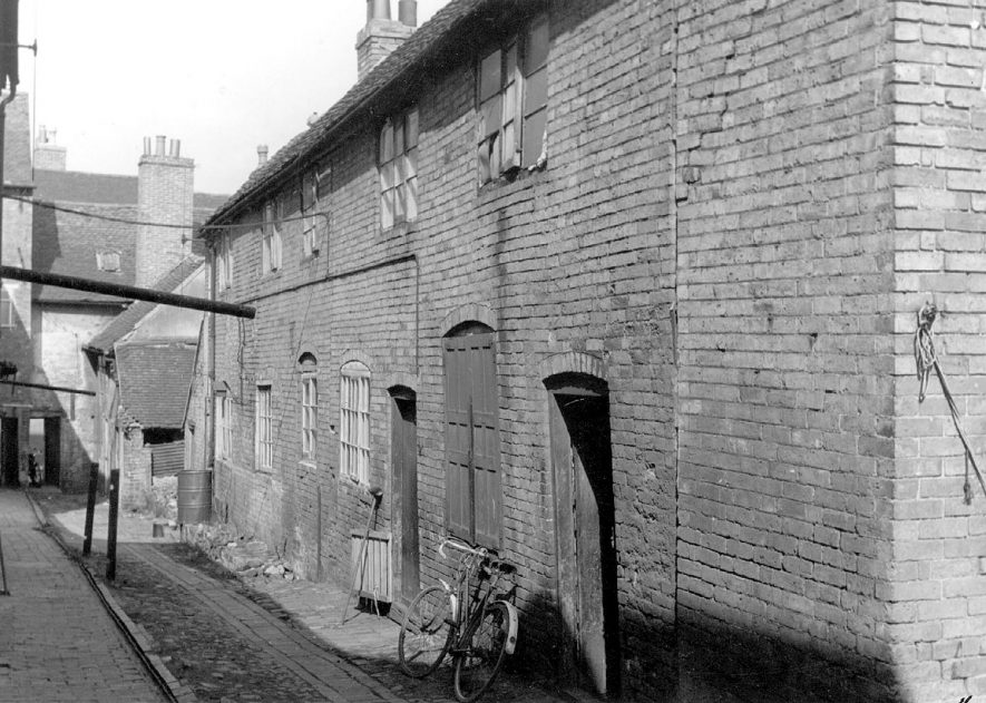 Dilapidated housing known as Bond's Buildings, Long Street, Atherstone.  1950s    IMAGE LOCATION: (Warwickshire Museums. Photographic Collections.)