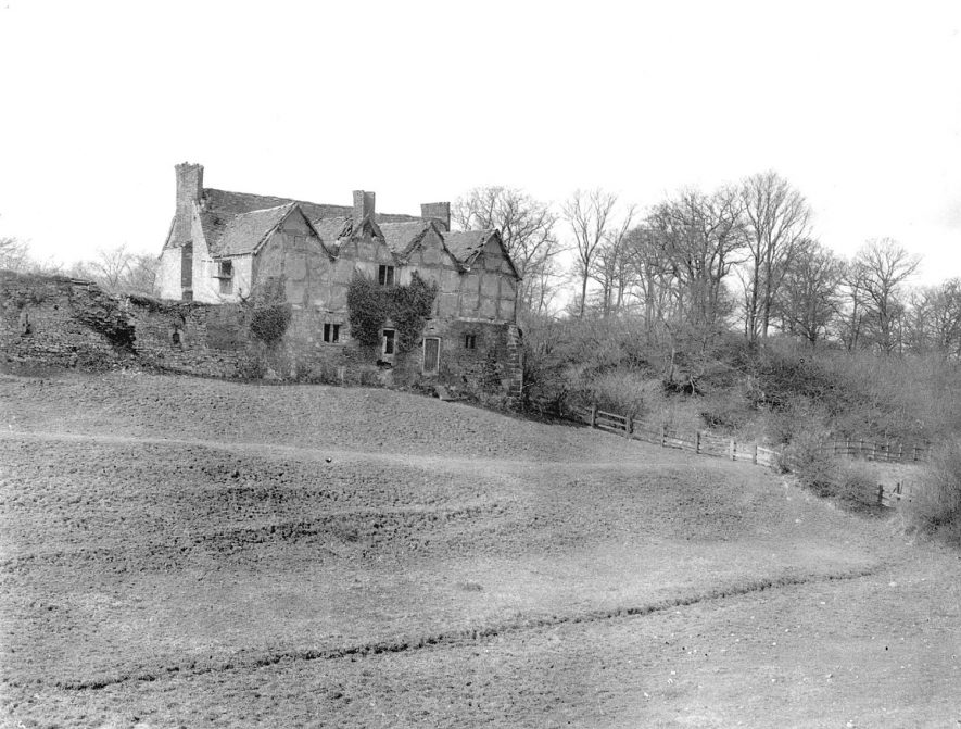 Hartshill Castle. A 16th century building with Norman motte covered with trees on the right.  1927 |  IMAGE LOCATION: (Warwickshire Museums. Photographic Collections.)