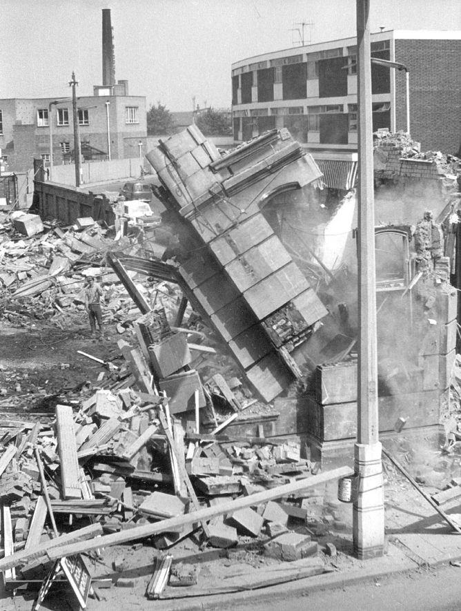 Demolition of the Newdegate Arms Hotel, Nuneaton.  August 1966    IMAGE LOCATION: (Warwickshire Museums. Photographic Collections.)