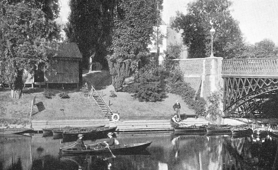 Boating on the Leam during the early 1900s. |  IMAGE LOCATION: (Warwickshire County Record Office)