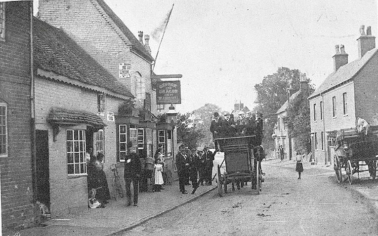 Coach and passengers outside the George & Dragon public house, Coleshill.  1900s |  IMAGE LOCATION: (Warwickshire Museums. Photographic Collections.)