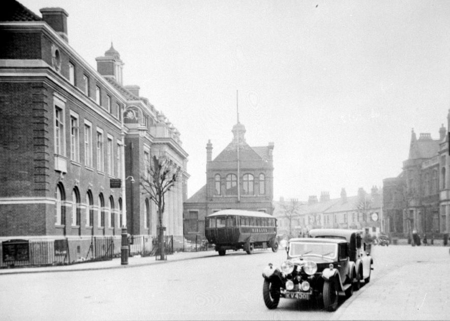 Nuneaton Council House with cars and a bus in front.  1930s |  IMAGE LOCATION: (Warwickshire Museums. Photographic Collections.)