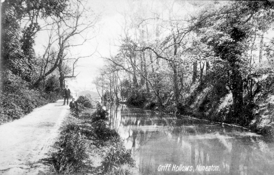 The Coventry Canal - Griff Arm, at Griff Hollow, Nuneaton.  1930s |  IMAGE LOCATION: (Warwickshire Museums. Photographic Collections.)