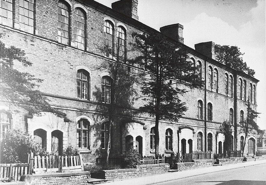 Row of terraced houses, 108 - 122, Attleborough Road, Nuneaton.  1950s |  IMAGE LOCATION: (Warwickshire Museums. Photographic Collections.)