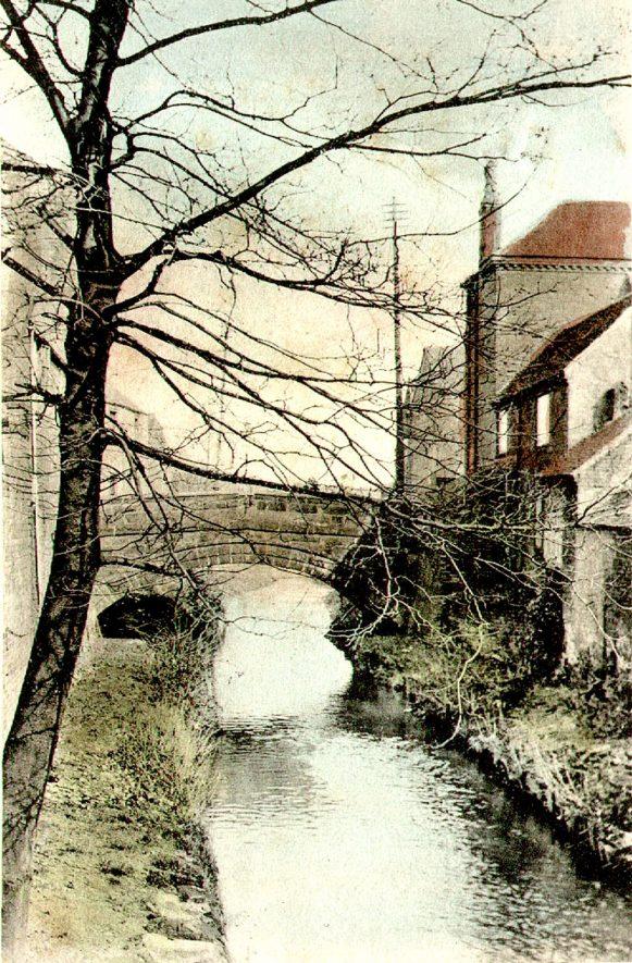 Town bridge from Mill Walk, Nuneaton.  1900s    IMAGE LOCATION: (Warwickshire County Record Office)