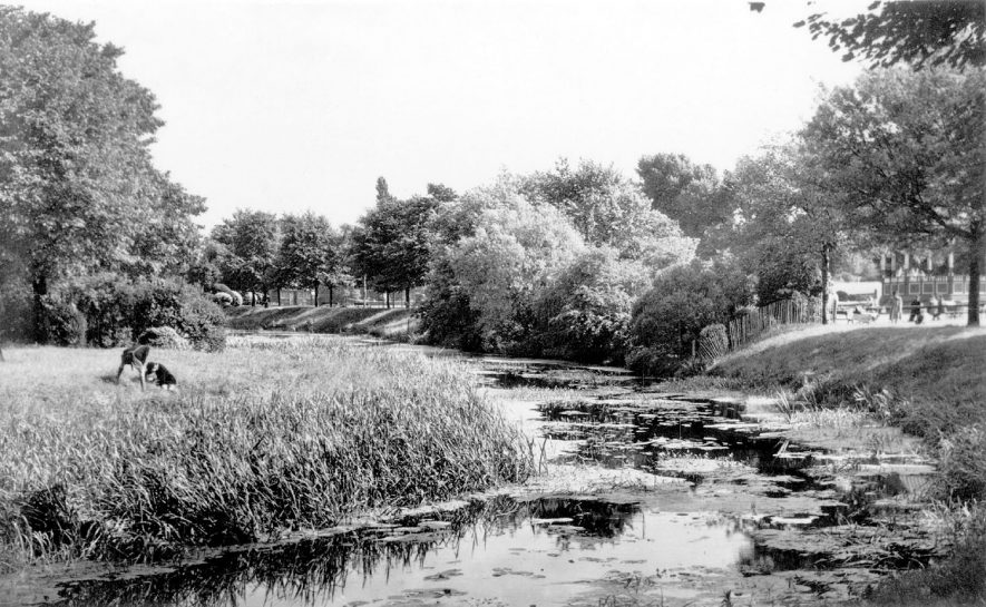 Riversley Park, showing part of river, Nuneaton.  1930s |  IMAGE LOCATION: (Warwickshire County Record Office)