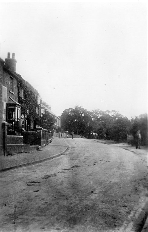 View along Castle Road, Hartshill.  1910s |  IMAGE LOCATION: (Warwickshire County Record Office)