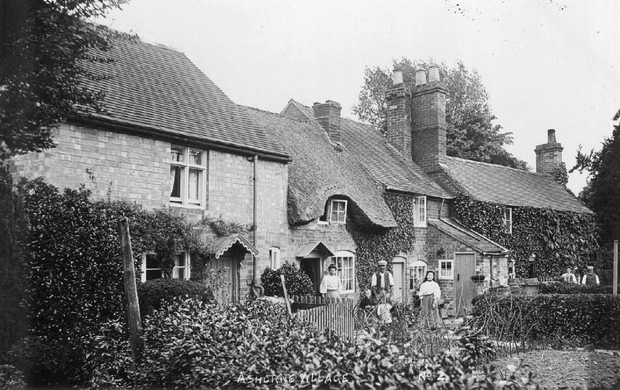 Ashorne village showing a row of cottages and their occupants.  1900s |  IMAGE LOCATION: (Warwickshire County Record Office)