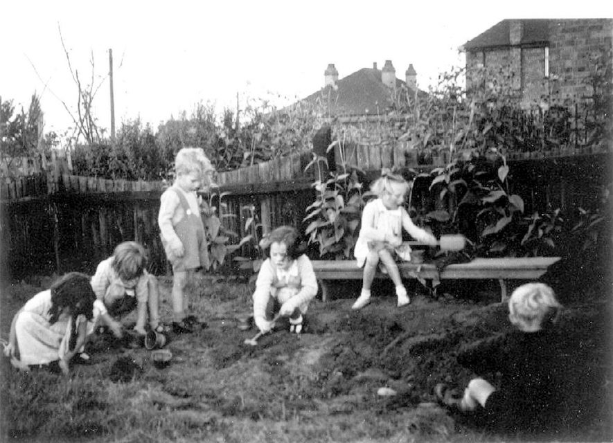Children at play at the Central Infants School, Polesworth.  1942 |  IMAGE LOCATION: (Warwickshire County Record Office)