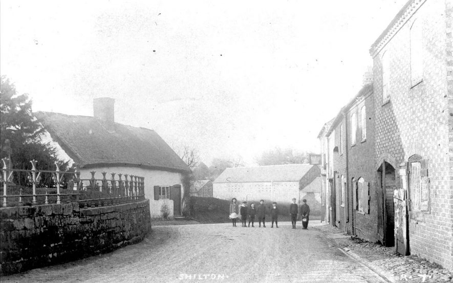 Village street in Shilton. Group of children in the background.  1900s    IMAGE LOCATION: (Warwickshire County Record Office)
