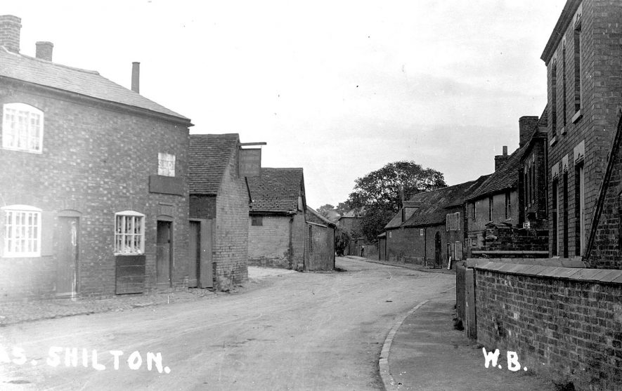 Cottages in village street, Shilton.  1910s |  IMAGE LOCATION: (Warwickshire County Record Office)