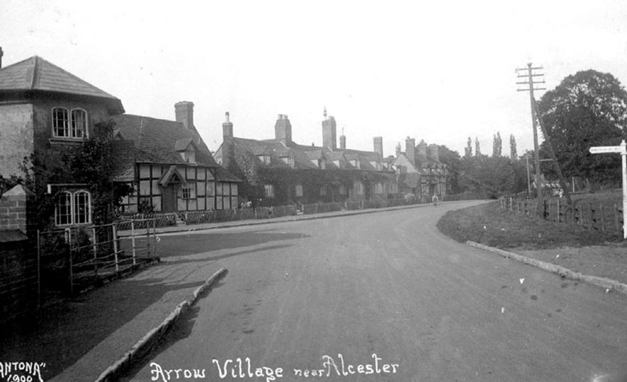 Arrow Village showing the old Toll House.  1927 |  IMAGE LOCATION: (Warwickshire County Record Office)