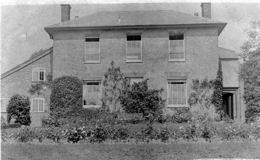 Shilton House, (Captain's House), Shilton.  1900s    IMAGE LOCATION: (Warwickshire County Record Office)