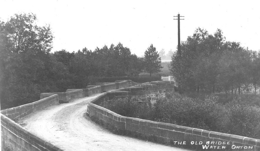 The old bridge over the River Tame at Water Orton.  1910s |  IMAGE LOCATION: (Warwickshire County Record Office)