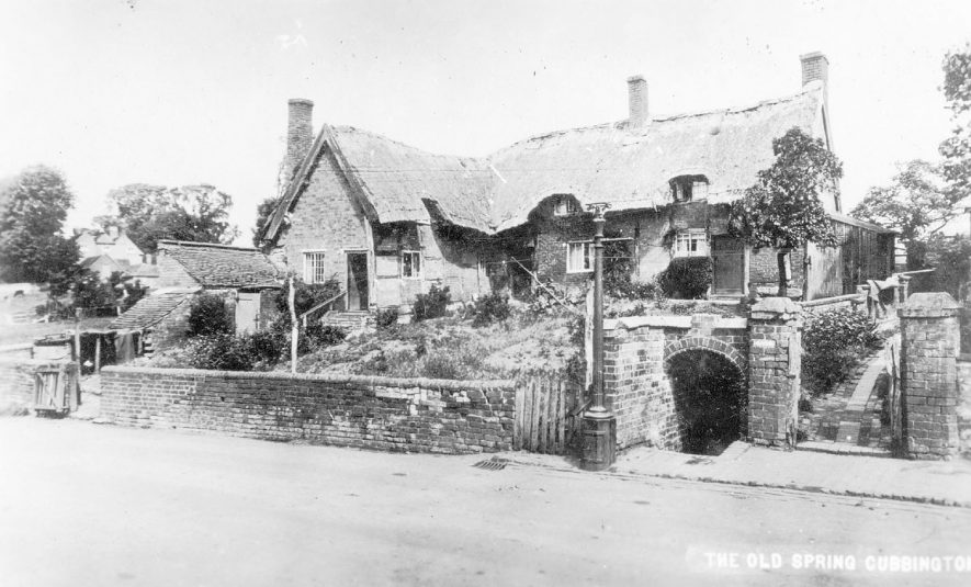 The Old Spring and thatched cottages, Cubbington.  1910s |  IMAGE LOCATION: (Warwickshire County Record Office)