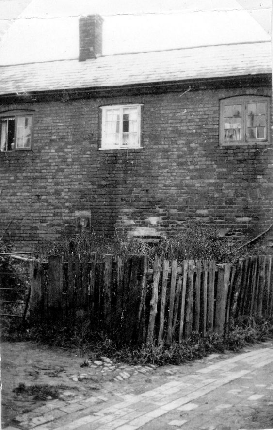 One of three cottages in North Close (originally Chapel Yard) Cubbington. This cottage is one of three which were created from the first Wesleyan chapel.1950sFor more detailed information refer to - Cubbington by G.F.Peppitt. |  IMAGE LOCATION: (Warwickshire County Record Office)