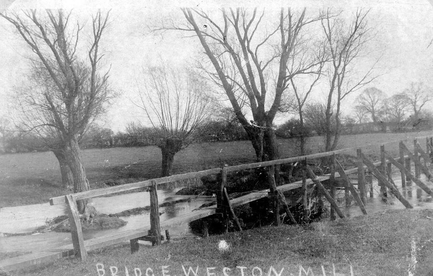 The old bridge at Weston Mill, Weston under Wetherley. In 1919 two sisters died in an accident at this bridge.  1900s For more detailed information refer to - Cubbington by G.F.Peppitt. |  IMAGE LOCATION: (Warwickshire County Record Office)