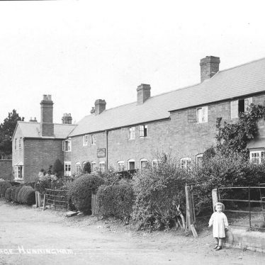 Hunningham.  Elm Farm Cottages