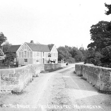Hunningham.  Red Lion Hotel and Bridge