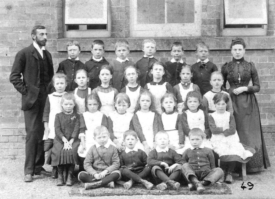 Group of Hunningham schoolchildren with their teachers.  1891 |  IMAGE LOCATION: (Warwickshire Museums. Photographic Collections.)