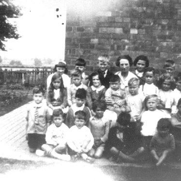 Hunningham.  Group of schoolchildren