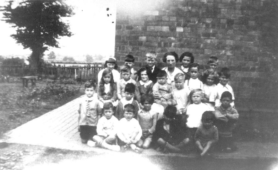 Group of Hunningham schoolchildren with their teachers.  1937 |  IMAGE LOCATION: (Warwickshire Museums. Photographic Collections.)