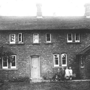 Hunningham.  Children outside a house