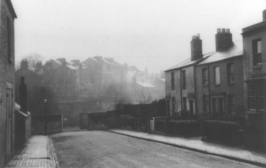 Terraced houses in Garden Place, Leamington Spa.  1950s |  IMAGE LOCATION: (Warwickshire Museums. Photographic Collections.)