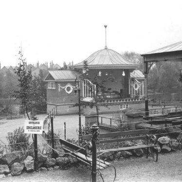 Leamington Spa.  Jephson Gardens, bandstand