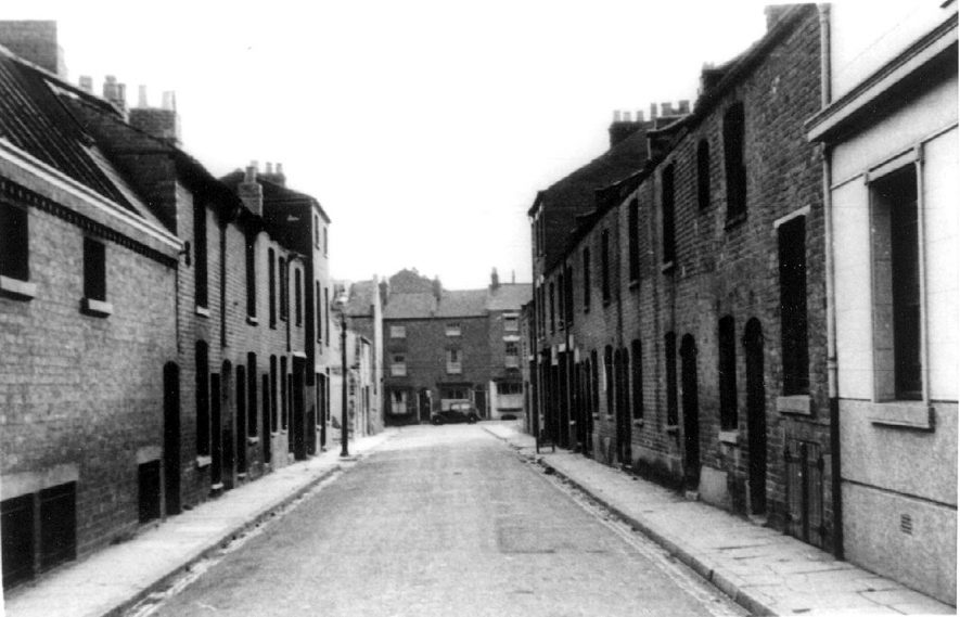 Terraced houses in John Street, Leamington Spa.  1950s |  IMAGE LOCATION: (Warwickshire Museums. Photographic Collections.)