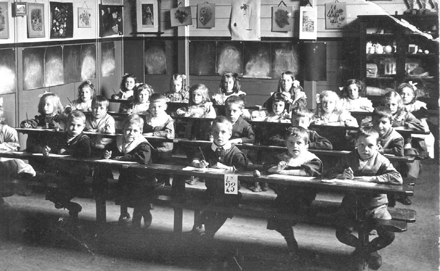 Class photograph of children at desks, school unknown, Leamington Spa.  1900s    IMAGE LOCATION: (Warwickshire Museums. Photographic Collections.)