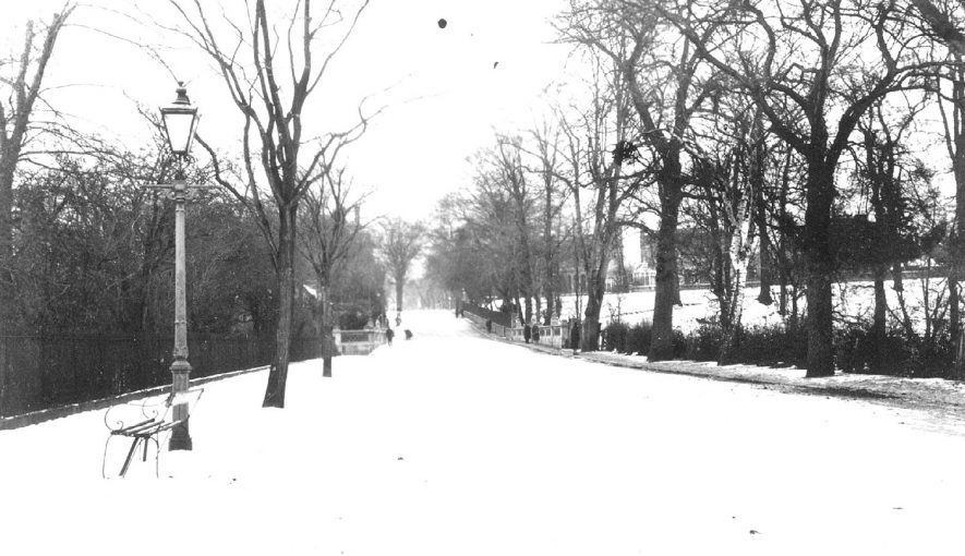 Willes Road, Leamington Spa, under snow.  1920s |  IMAGE LOCATION: (Warwickshire Museums. Photographic Collections.)