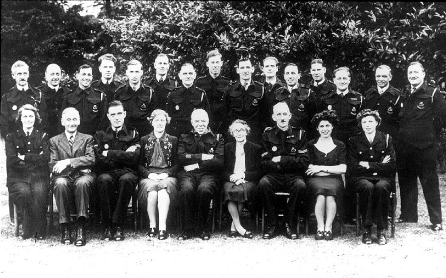 A group of people in Cubbington.  1950s |  IMAGE LOCATION: (Warwickshire County Record Office)