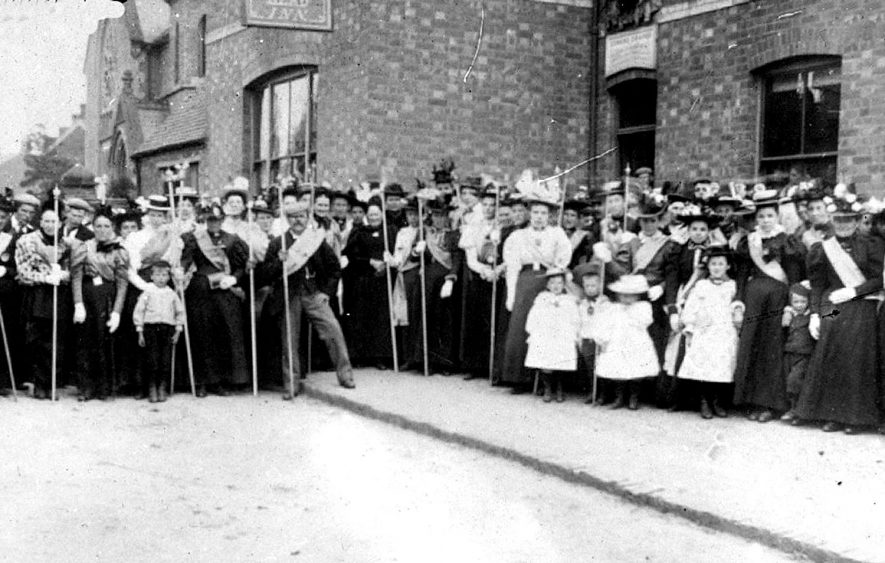 Annual church parade of Leigh & Knightly branch of Oddfellows, Cubbington.  1950s |  IMAGE LOCATION: (Warwickshire County Record Office)
