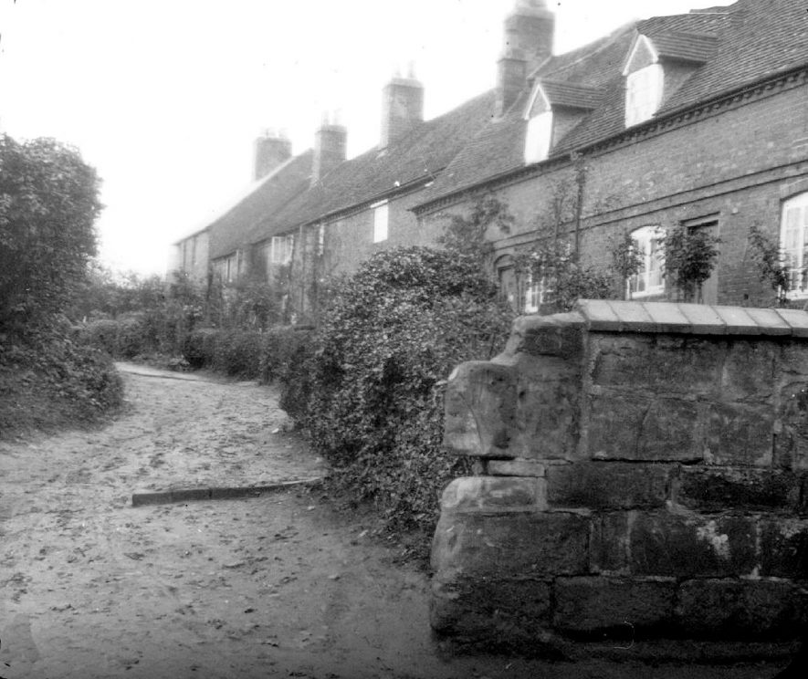 Church Terrace, Cubbington.  1920s |  IMAGE LOCATION: (Warwickshire County Record Office)