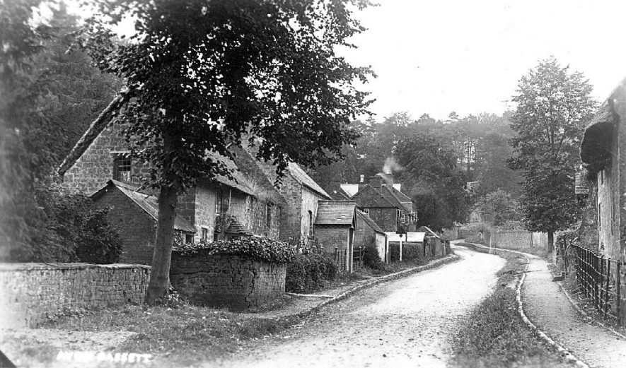 Street with cottages, Avon Dassett.  1920s |  IMAGE LOCATION: (Warwickshire County Record Office)
