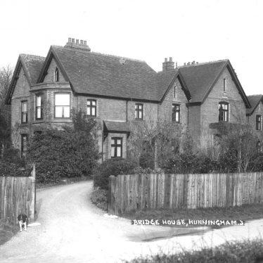 Hunningham.  Bridge House