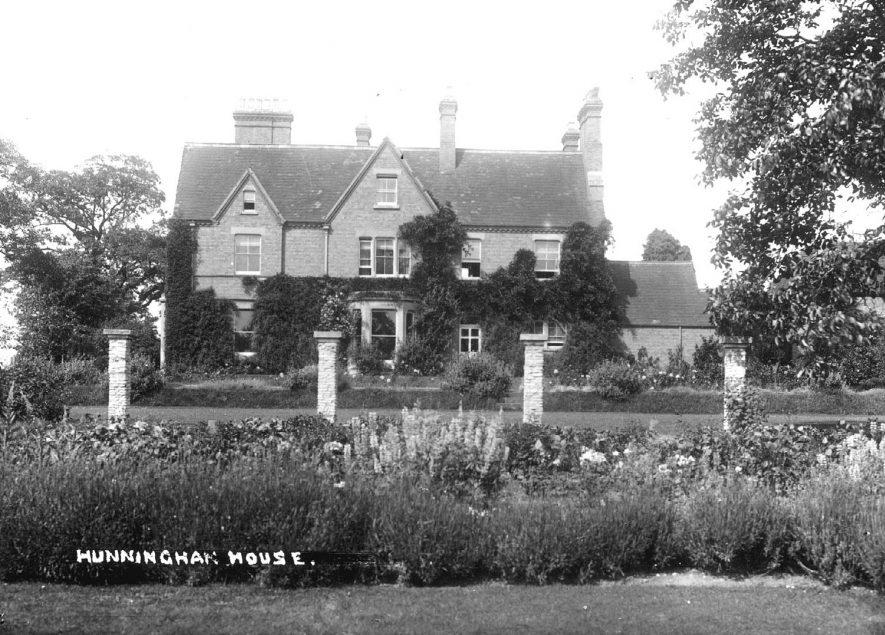Hunningham House, Hunningham.  1920s    IMAGE LOCATION: (Warwickshire County Record Office)