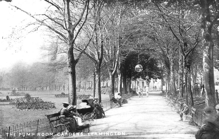 Leamington Spa Pump Rooms gardens.  1910s |  IMAGE LOCATION: (Warwickshire County Record Office)