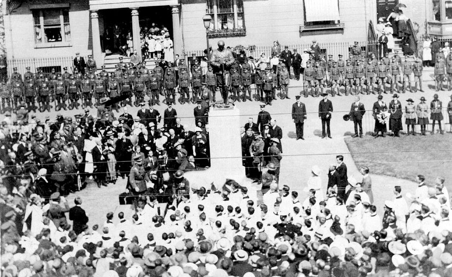 Unveiling 1914-1918 War memorial in Euston Place, Leamington Spa.  1919 |  IMAGE LOCATION: (Warwickshire County Record Office)