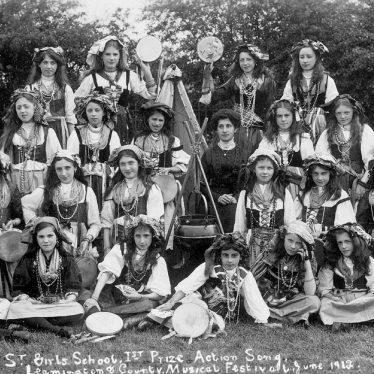 Leamington Spa.  Shrubland Street School, group of girls