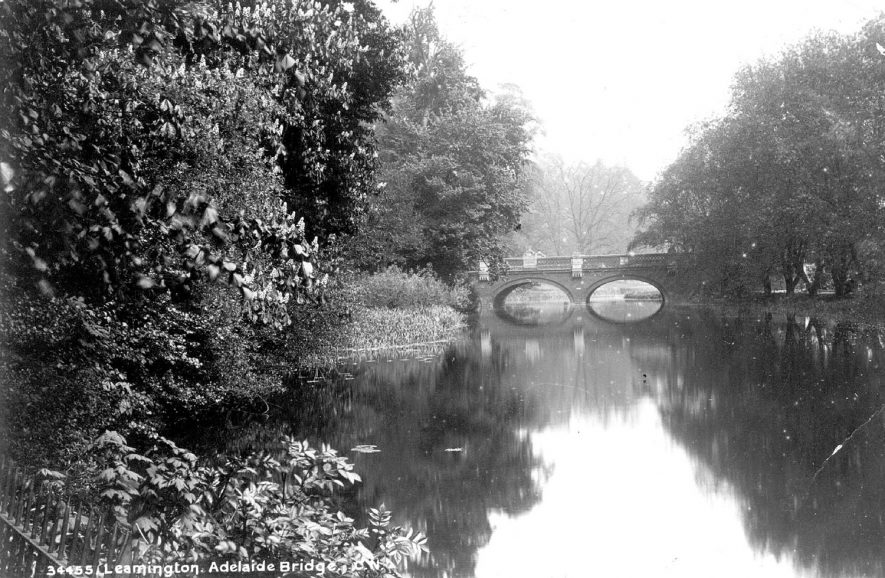 Willes Road Bridge and the River Leam, Leamington Spa.  1900s |  IMAGE LOCATION: (Warwickshire County Record Office)