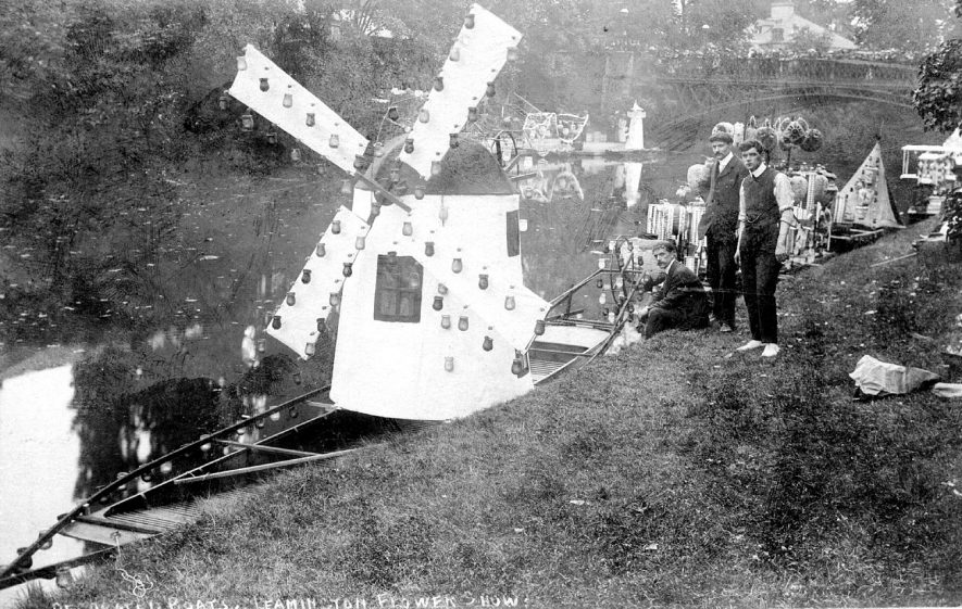 Decorated boats on the River Leam during Leamington flower show.  1910s |  IMAGE LOCATION: (Warwickshire County Record Office)