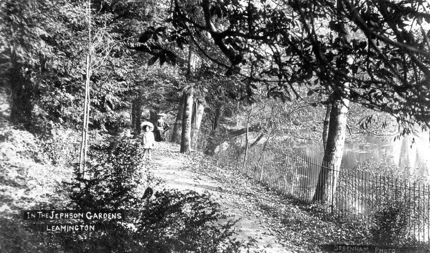 Jephson Gardens, Leamington Spa.  1900s    IMAGE LOCATION: (Warwickshire County Record Office)
