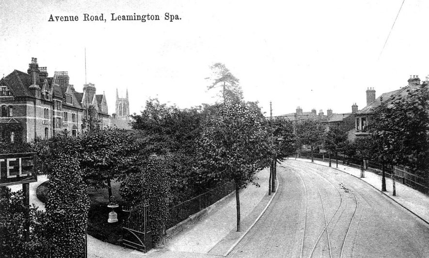 Avenue Road with the Manor House Hotel on the left.  1900s    IMAGE LOCATION: (Warwickshire County Record Office)