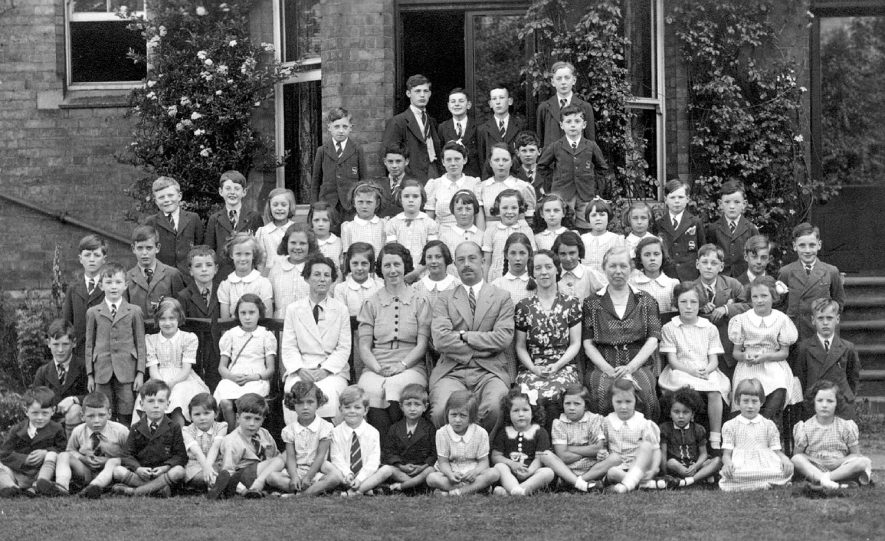 Group of pupils and staff from Arnold Lodge School, Leamington Spa.  1930s |  IMAGE LOCATION: (Warwickshire County Record Office)