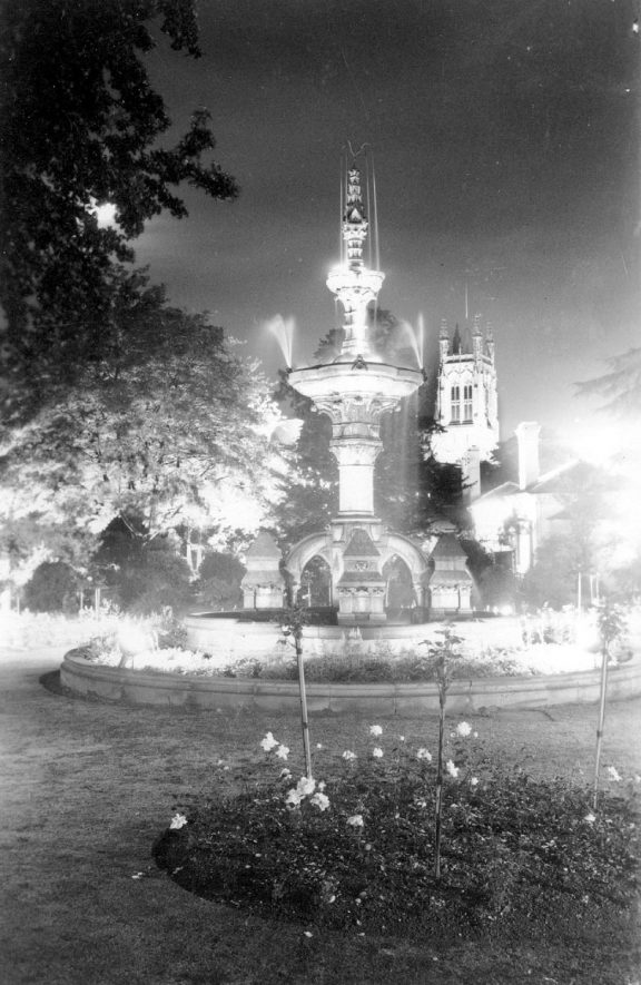 The Hitchman Fountain at Leamington Lights.  1958 |  IMAGE LOCATION: (Warwickshire County Record Office)