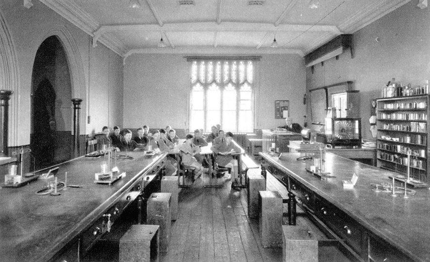Physics laboratory at Leamington College, Binswood Avenue,  Leamington Spa.  1920s |  IMAGE LOCATION: (Warwickshire County Record Office)
